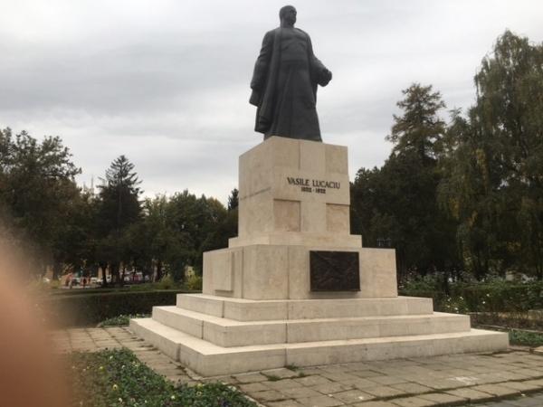 La Satu Mare modernizarea nu înseamnă demolare. Statuia lui Vasile Lucaciu