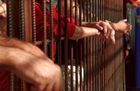 Unul dintre suspecţii crimei de la Micula s-a sinucis în Penitenciarul Oradea