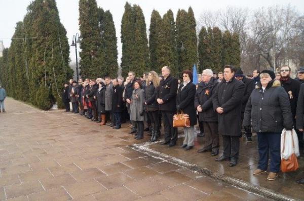 Ziua Naţională sărbătorită formal la Carei, oraşul  unde nu se pot amplasa busturile lui Mihai Eminescu şi I.C.Brătianu
