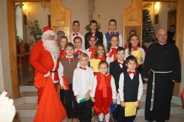 Copii au colindat la Biserica Sf.Anton de Padova din Carei