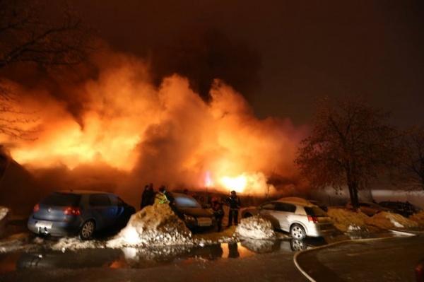 Incendiu puternic într-un club din Bucureşti. Zeci de victime intoxicate cu fum