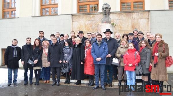 Manifestări de Ziua Culturii Naţionale la Satu Mare. Eminescu, omagiat în faţa bustului său