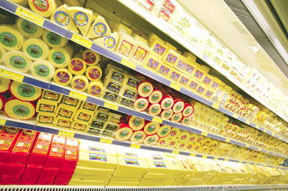 A intrat în vigoare legea care obligă magazinele să doneze sau să dea aproape gratis mâncarea gata să expire