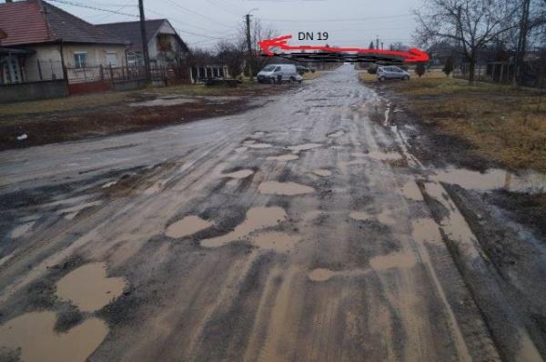 Imagini neromanţate din  Carei. Drumurile desfundate nu pot fi acoperite cu un ghiocel