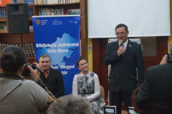 """""""Pe urme de eroi"""" autor col(r) Voicu Şichet , manual de istorie judeţeană"""