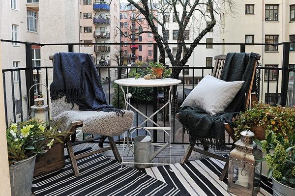 Balconul apartamentului, element de tranzit și oază în orice moment al zilei