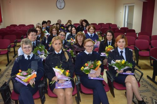 8 Martie a adus îmbrăţişări şi flori la ISU Satu Mare
