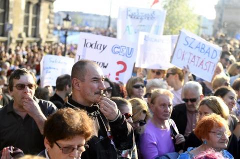 Manifestaţie de amploare la Budapesta împotriva desfiinţării CEU