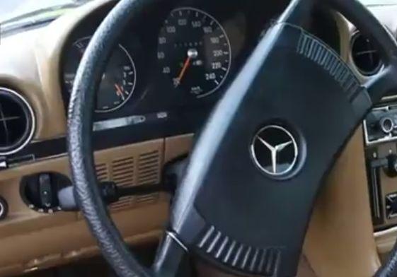 Un minor de 15 ani a încercat să fure un Mercedes din Carei