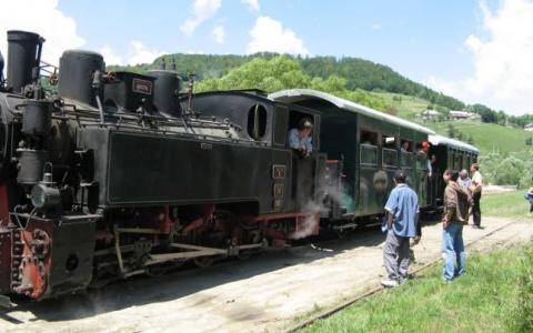 Trenul Moţilor revine în circulaţie după 20 de ani