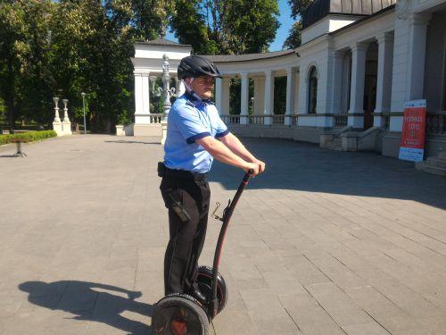 De vineri poliţiştii locali din Cluj Napoca patrulează cu un Segway