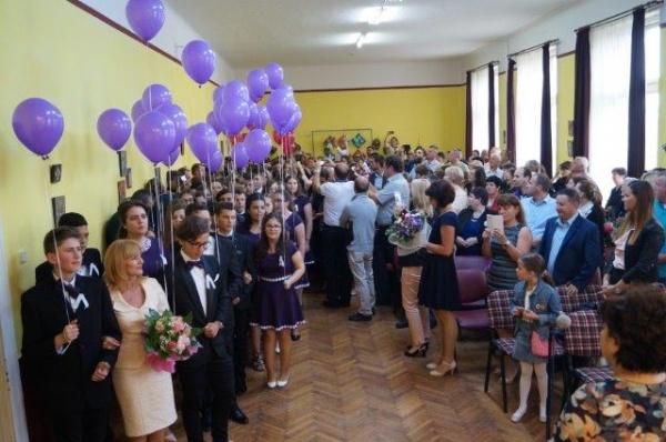 Absolvenţii clasei a VIII-a de la Şcoala Vasile Lucaciu Carei