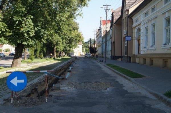 Singura stradă din Carei din zona A de impozitare nu are apă şi canalizare integral. Unic în România pentru un municipiu