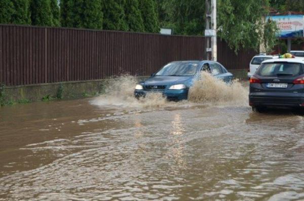Marea Asfaltare de la Carei nu face faţă la prima ploaie mai mare