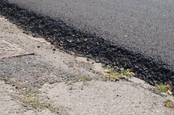 Marea Asfaltare  din Carei  sau Marea înălţare a drumului faţă de trotuar. Imagini cu calitatea lucrărilor