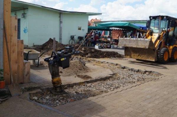 După modernizare vin lucrări de canalizare la Piaţa Carei