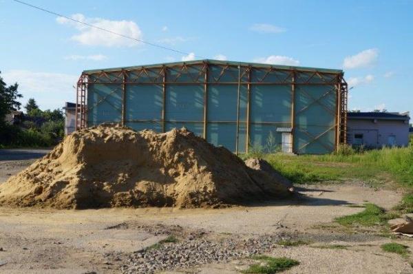 Poveste careiană cu repetiţie. Mormanele de moloz şi nisip din zona centrală