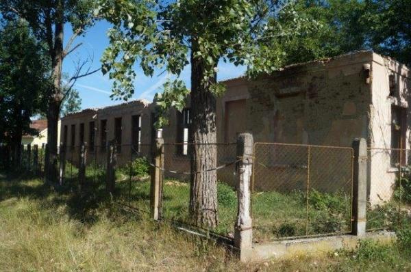 Primăria Carei demolează şcoala din Ianculeşti şi refuză reabilitarea Căminului Cultural