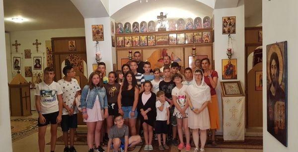 Cultură, educaţie şi spiritualitate în tabăra românească de la Almeria, Spania