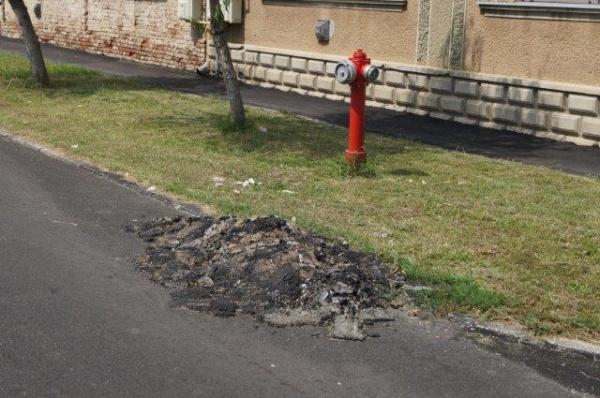Aşa arată o stradă recent asfaltată prin …Marea Asfaltare de la Carei