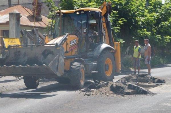 Carei 2017. Se  sparg străzi care abia au fost asfaltate. FOTOGALERIE