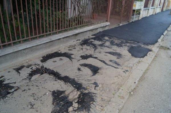 Așa se asfaltează trotuare la Carei