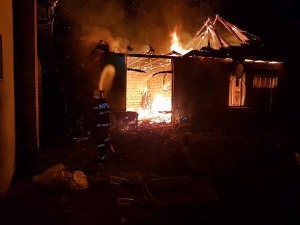 Noapte de foc pentru pompierii de la ISU