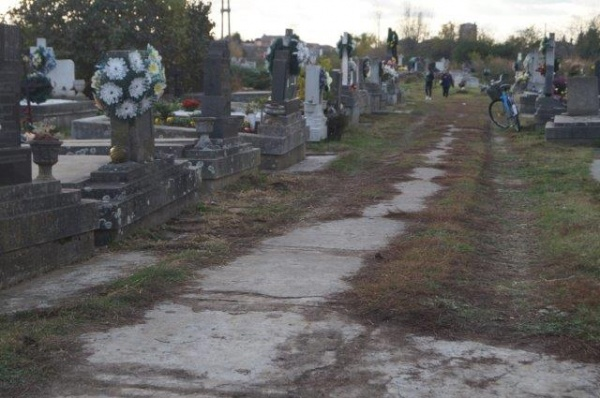 Ziua Morţilor sau Luminaţia 2017. Programul slujbelor de pomenire a morţilor