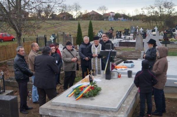 Despărţământul ASTRA Carei depune jerbe de flori la mormintele eroilor din Ianculeşti şi Marna Nouă