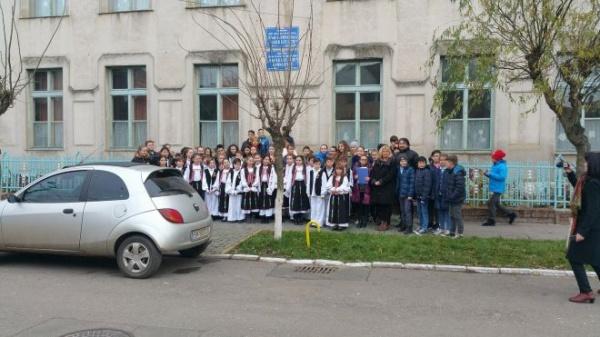 Vasile Lucaciu comemorat fără steaguri tricolore la şcoala din Carei care îi poartă numele