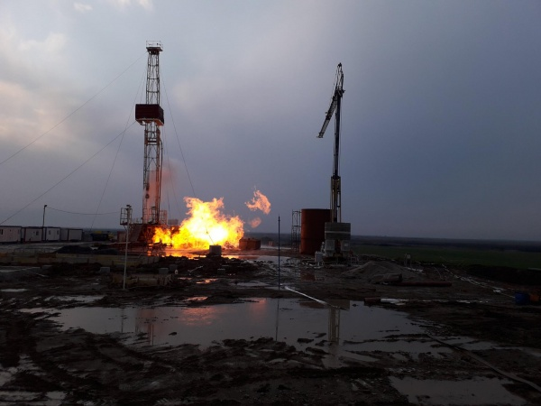 Şedinţă de lucru la Moftin pentru stingerea incendiului de la sonda de gaz