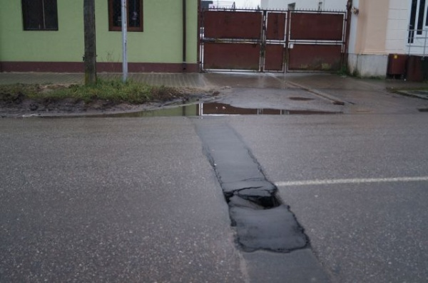 Carei. Primele cratere din asfalt în Noul An