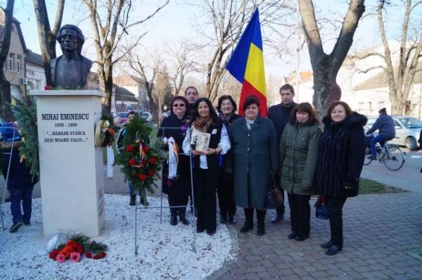 Noi îl sărbătoream pe Mihai Eminescu iar consilierul primarului ne denigra