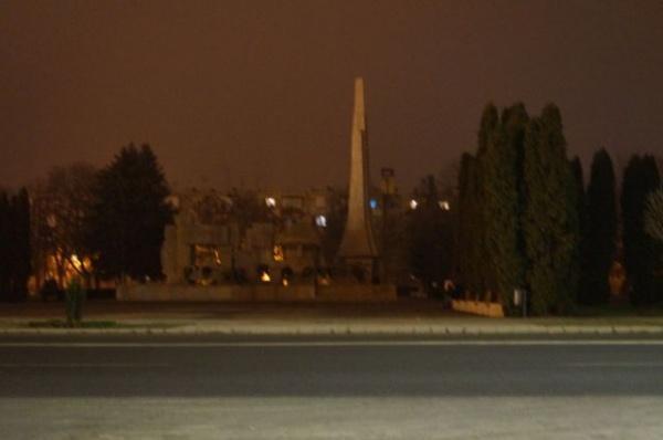 Primăria Carei menţine Monumentul Ostaşului Român în beznă (2)