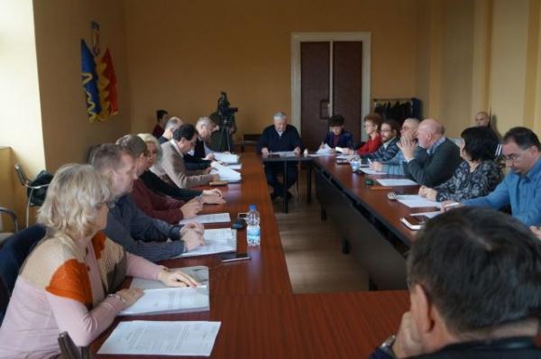 Şedinţă ordinară a Consiliului Local. Scutiri de impozite, aprobări de bugete şi rectificări