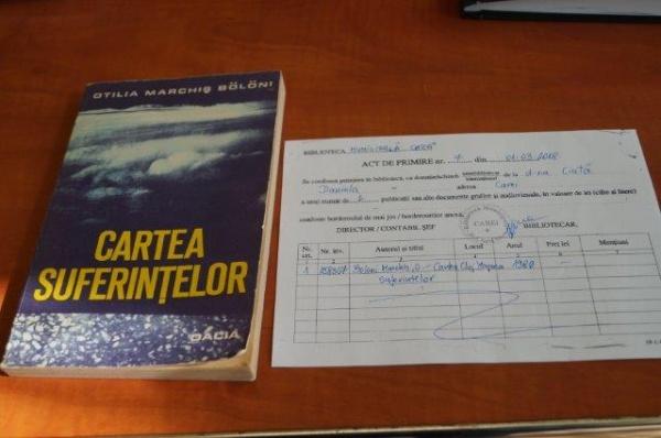Donaţie de carte la Biblioteca Municipală Carei. Cartea suferinţelor de Otilia Marchiş