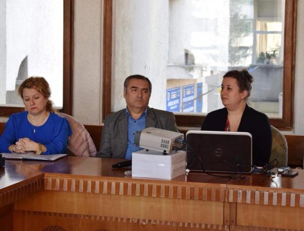 Directorul Școlii Gimnaziale nr. 1 din Carei şi-a prezentat proiectele la Prefectură