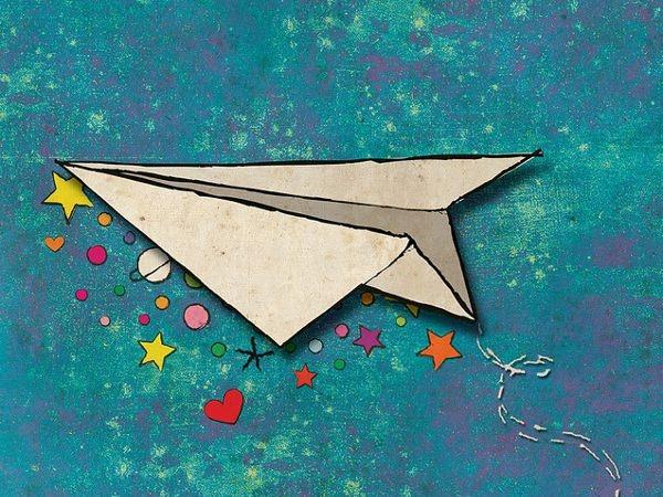 Carmen Frăţilă aduce Avioane de hârtie la Carei