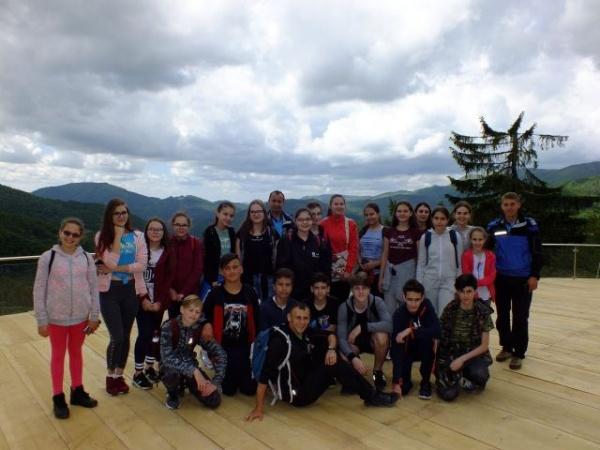"""O experiență deosebită – Elevi careieni """"Școala altfel"""" pe traseu montan"""
