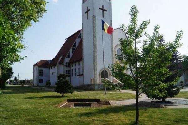 INVITAŢIE. Dezvelirea Monumentului închinat foştilor refugiaţi şi expulzaţi în 1940 din Carei