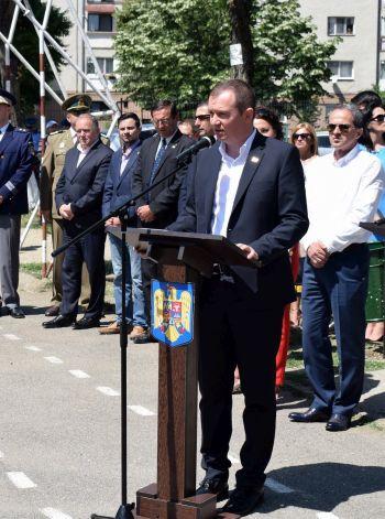 Prefectul județului Satu Mare participă la inaugurarea unui catarg cu drapel românesc. Este o provocare domnule primar Kovacs?