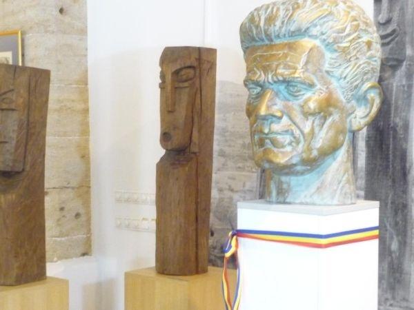 Invitaţie la dezvelirea bustului părintelui Monumentului Ostașului Român – Gheza Vida