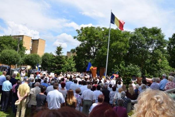 La Carei s-a dezvelit Monumentul refugiaţilor şi expulzaţilor din 1940 la iniţiativa prof.Mihai Bertieanu