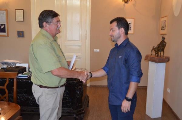 Primarul Kovacs premiază personal echipa de fotbal a Liceului Teoretic nu şi pe cei 2 veterani de război din Carei