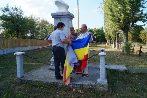 Drapel nou la bustul lui Avram Iancu din Ianculeşti