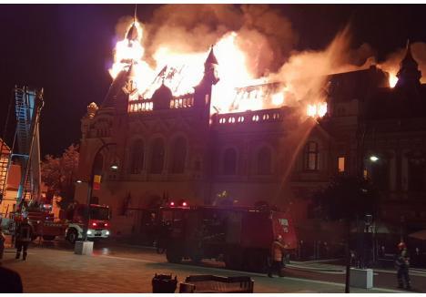 Arde Palatul Episcopal Oradea! Incendiu de proporţii