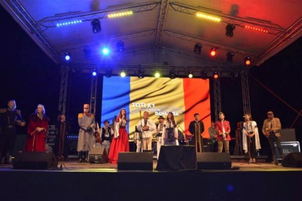 La Negreşti-Oaş drapelul românesc nu este o provocare. Spectacol patriotic grandios cu Nicolae Furdui Iancu şi Paula Seling