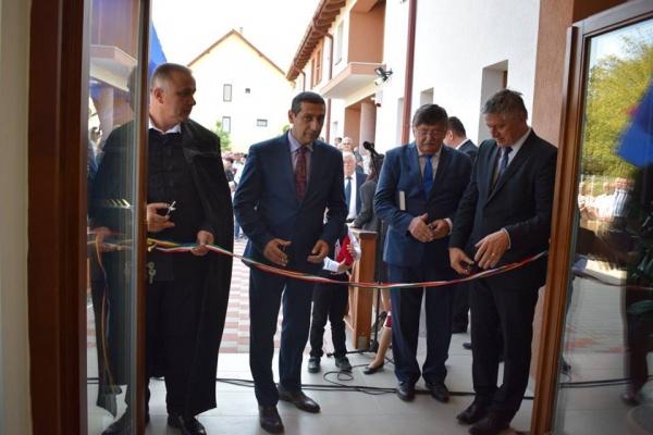 La Carei s-a inaugurat o grădiniţă maghiară şi s-a dărâmat o şcoală românească