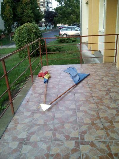 Au căzut steagurile de la Policlinică