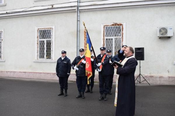 Prezentarea şi sfinţirea Drapelului de Luptă al jandarmilor sătmăreni